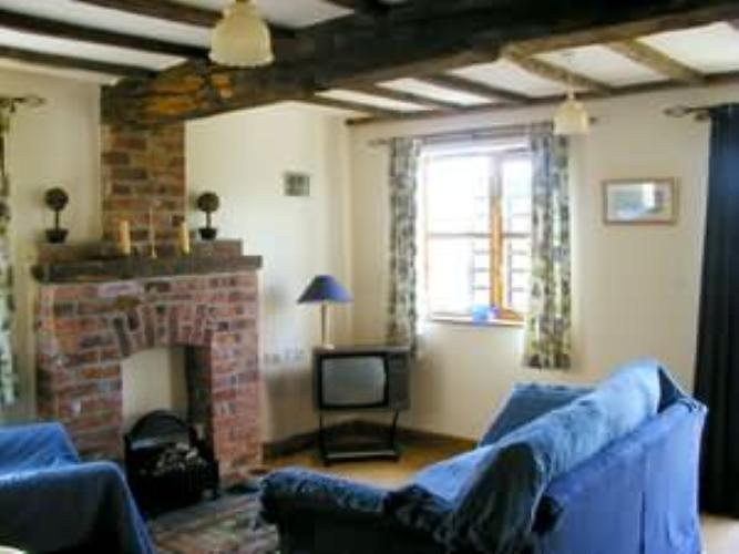 Newbridge farm cottages meifod mid wales montgomeryshire for 8 living room tree houses powys