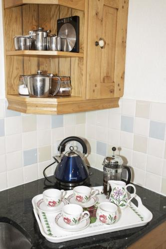 Spacious, quality kitchens with granite worktops and Portmeirion dinner/table ware