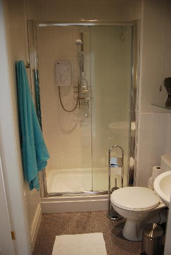 The en suite shared by the double and single room