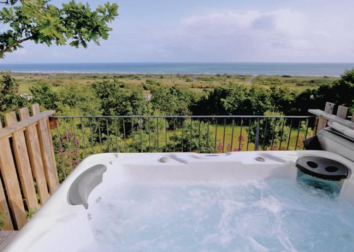 Hot Tub - Coast View Holiday Cottage Pendine Sands
