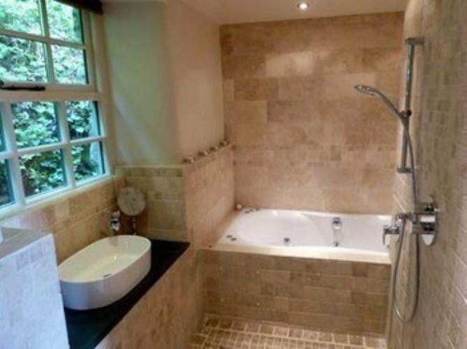 Dolydd Cottage - Luxury Bathroom with Jazuzzi Air-bath