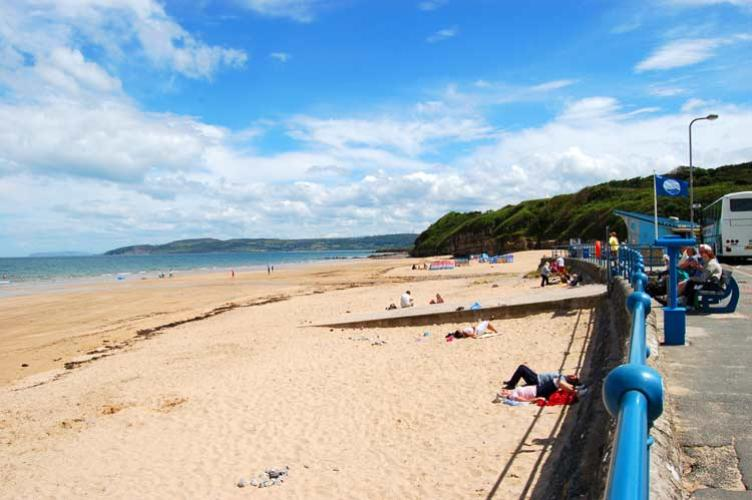 Benllech beach anglesey pet friendly cottages for Kid friendly fishing near me