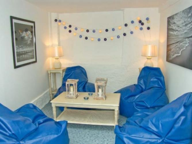Chic Eye Catching Anglesey Holiday Cottage To Rent In Beaumaris   Old Coach  House