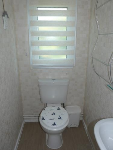 Bathroom - Beach Lodge - Anglesey Coastal Cottage - Moelfre