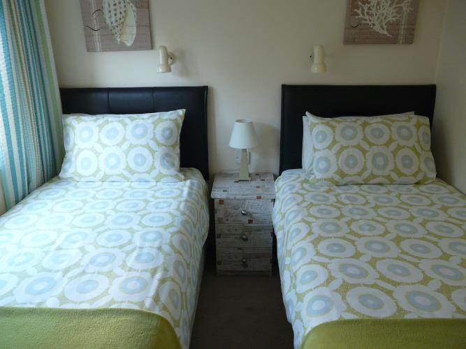 Twin Bedroom - Beach Lodge - Anglesey Coastal Cottage - Moelfre