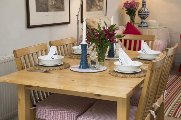 Dining Table - Hebog Bach Holiday Cottage, Criccieth