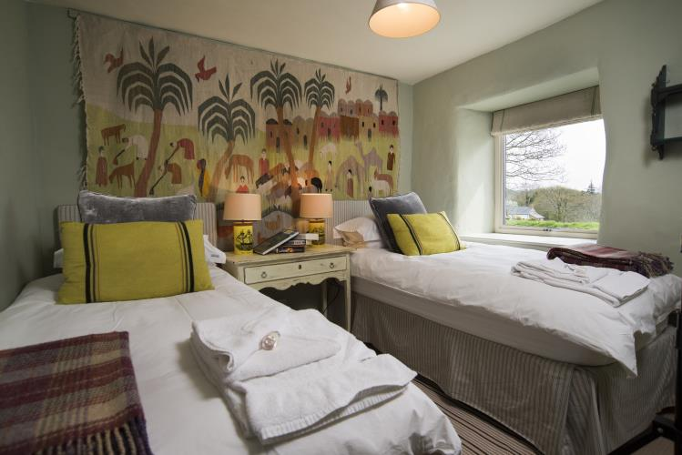 Twin Bedroom - Hebog Bach Holiday Cottage, Criccieth