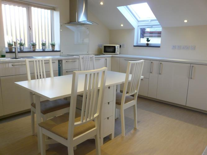 Kitchen dining area - Seashells Cottage Moelfre - Anglesey Coastal Holiday Cottage - Lligwy Beach