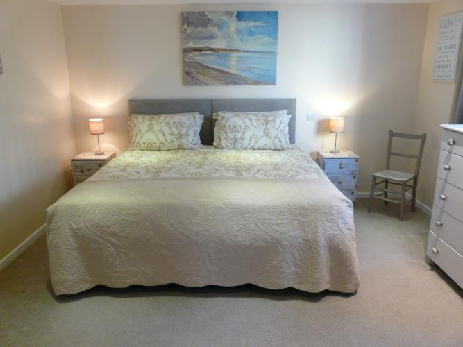 Super king bedroom or twin - Seashells Cottage Moelfre - Anglesey Coastal Holiday Cottage - Lligwy Beach