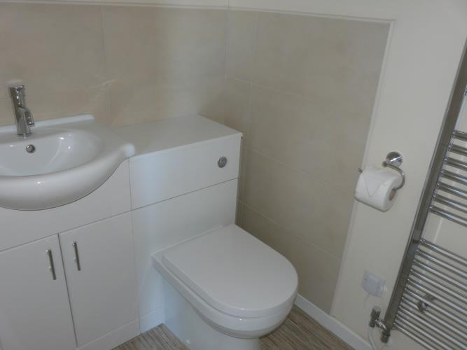 En suite shower room - Seashells Cottage Moelfre - Anglesey Coastal Holiday Cottage - Lligwy Beach