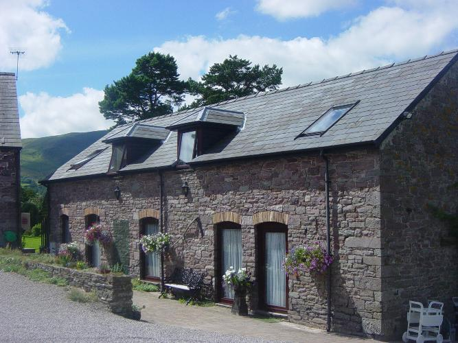 Brecon beacons holiday cottages with swimming pool carno cottages for Holiday cottages in wales with swimming pools