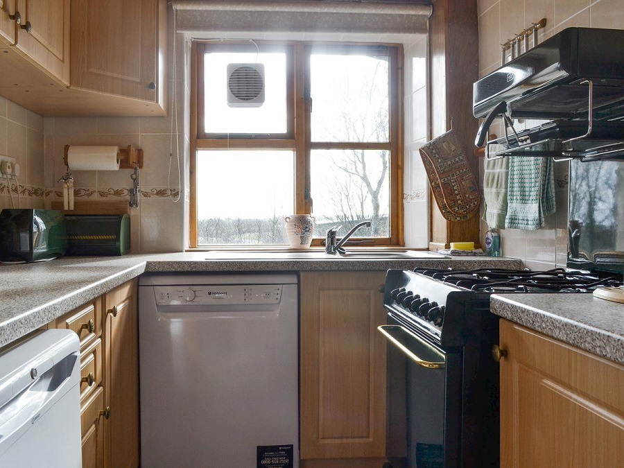 Kitchen - The Smithy Holiday Apartment, Moelfre, Anglesey