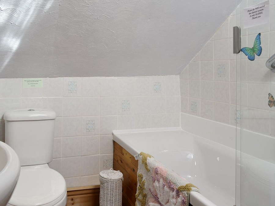 Bathroom - The Smithy Holiday Apartment, Moelfre, Anglesey