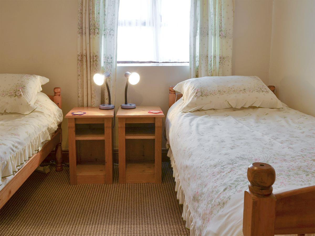 Twin Bedroom - The Stables Holiday Apartment, Moelfre, Anglesey