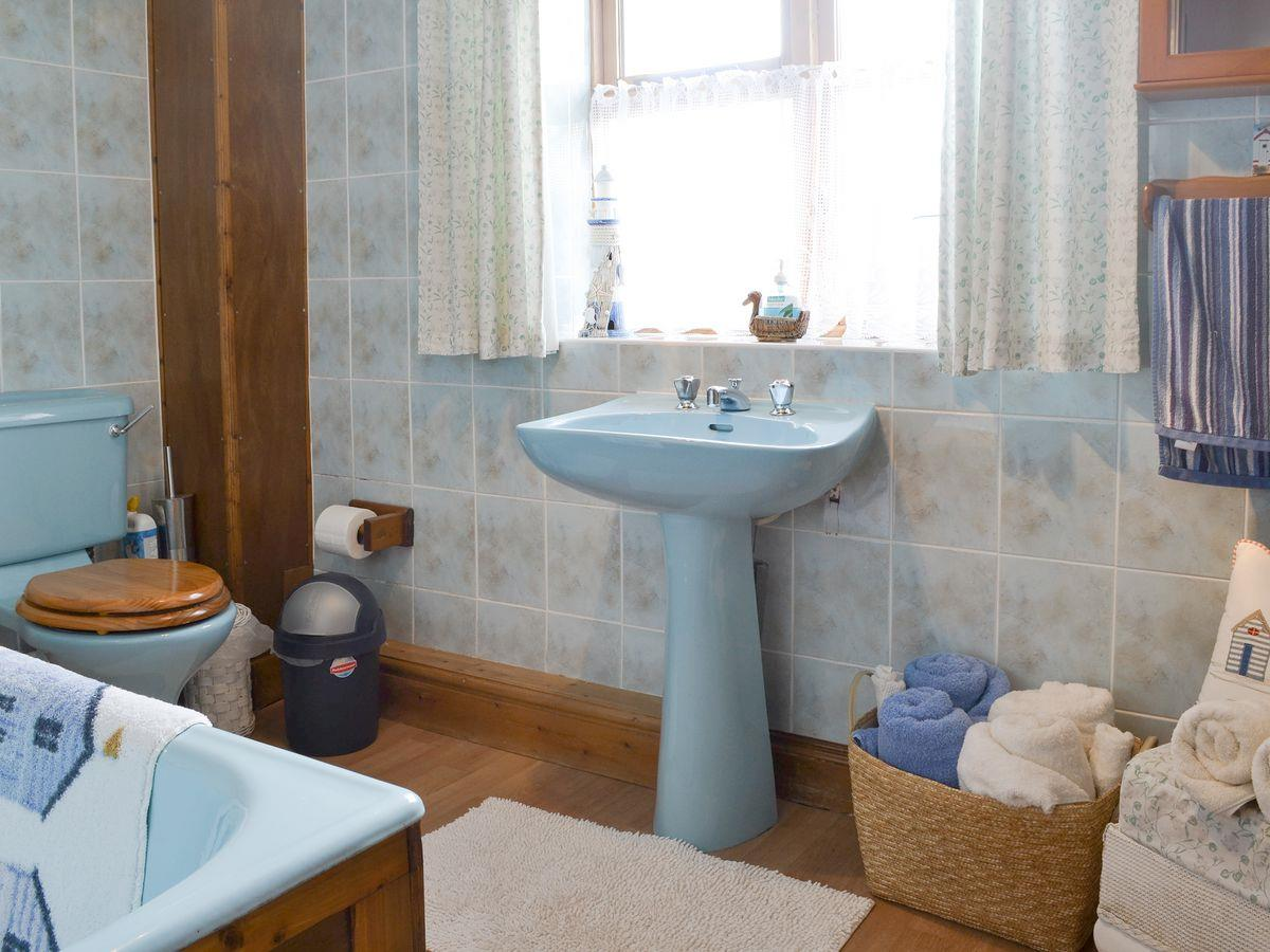 Bathroom - The Stables Holiday Apartment, Moelfre, Anglesey