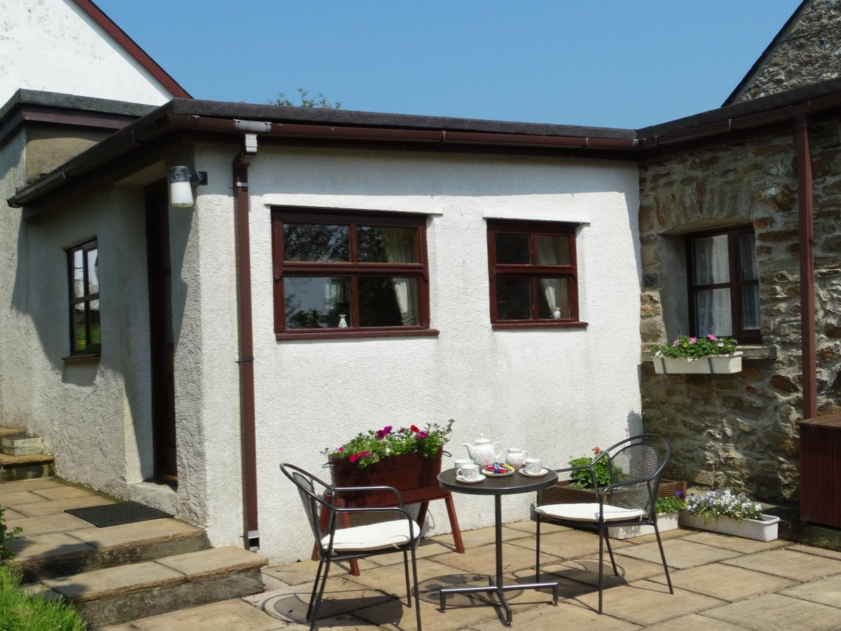 Patio Area - The Byre Holiday Rental, Moelfre, Anglesey