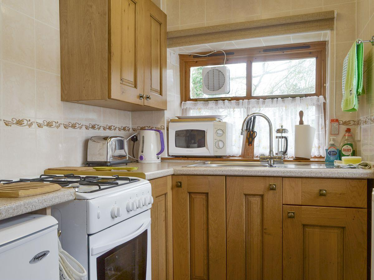 Kitchen - The Byre Holiday Rental, Moelfre, Anglesey