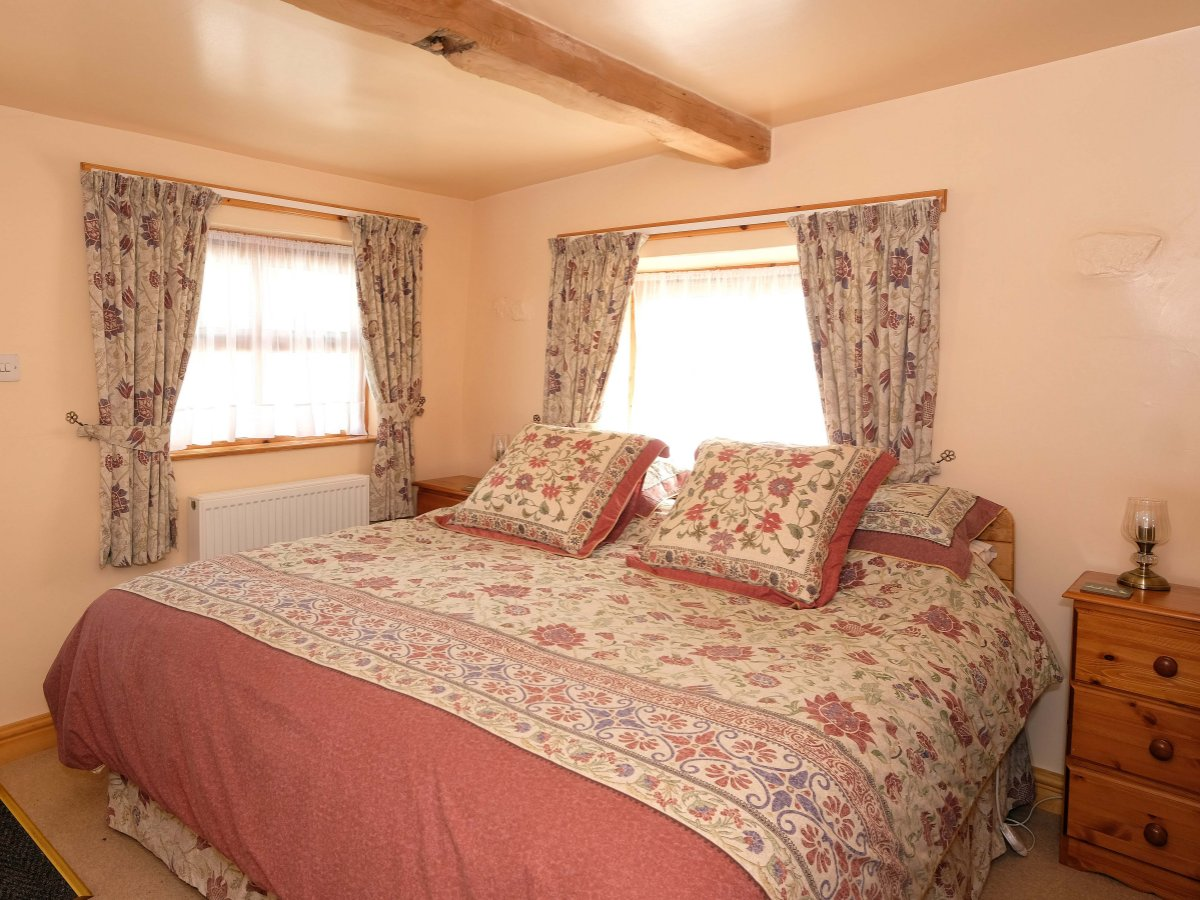 Super King Bed - The Byre Holiday Rental, Moelfre, Anglesey