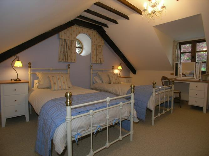 Twin with shower en-suite - Saibod Holiday Cottage, Betws-y-Coed, Snowdonia