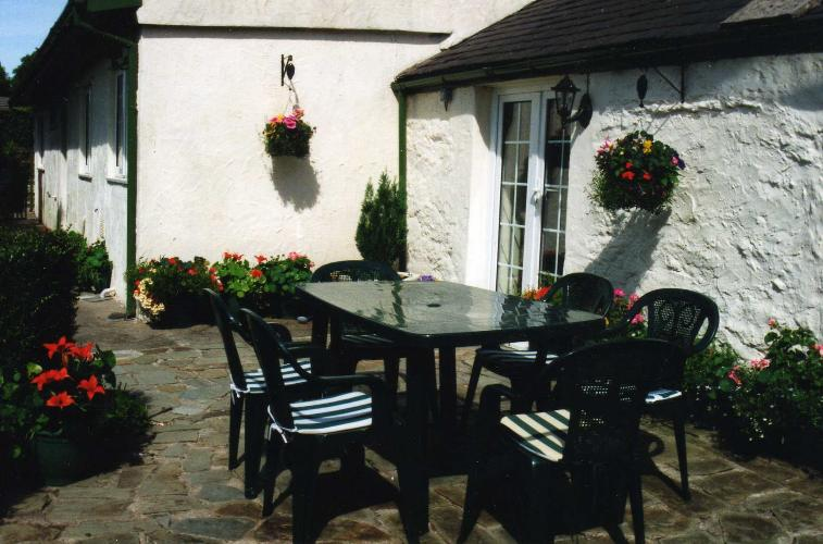 Patio - Ty'n Lon - Anglesey Country Cottage - Near Llanfair PG