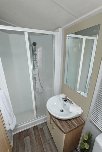 Walk-in shower in the family bathroom