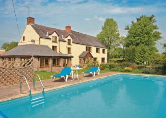 Wye valley holiday cottage with pool wagon house llangwm for Holiday cottages in wales with swimming pools